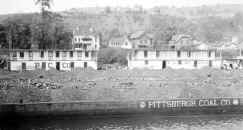 Photo showing Houseboat 204 from collection of Elizabeth Marine Ways